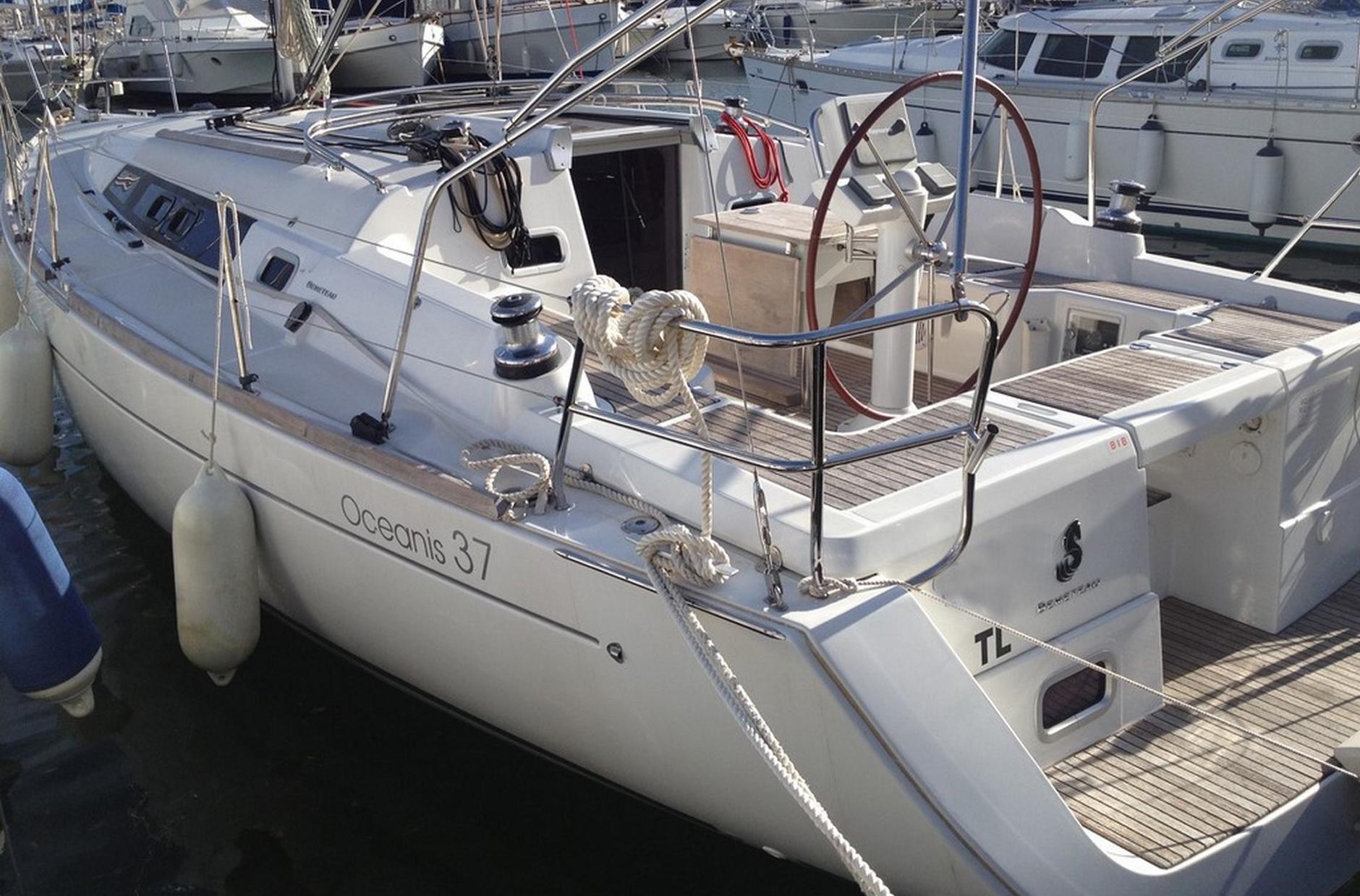 Beneteau-Oceanis-37-2