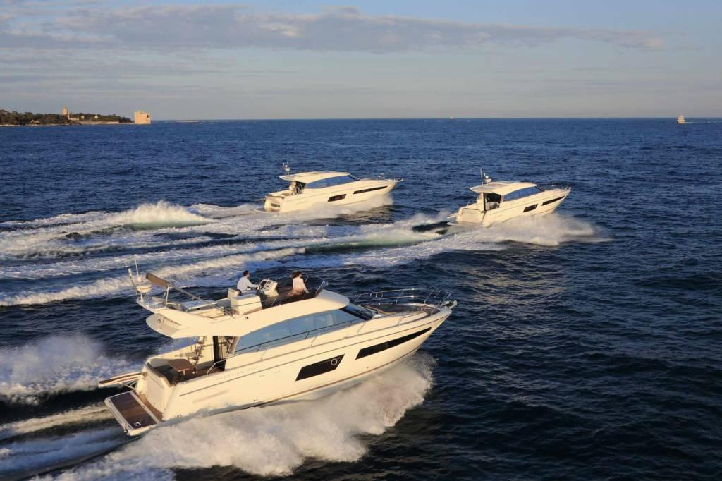 Location de bateau vedette Jeanneau Prestige