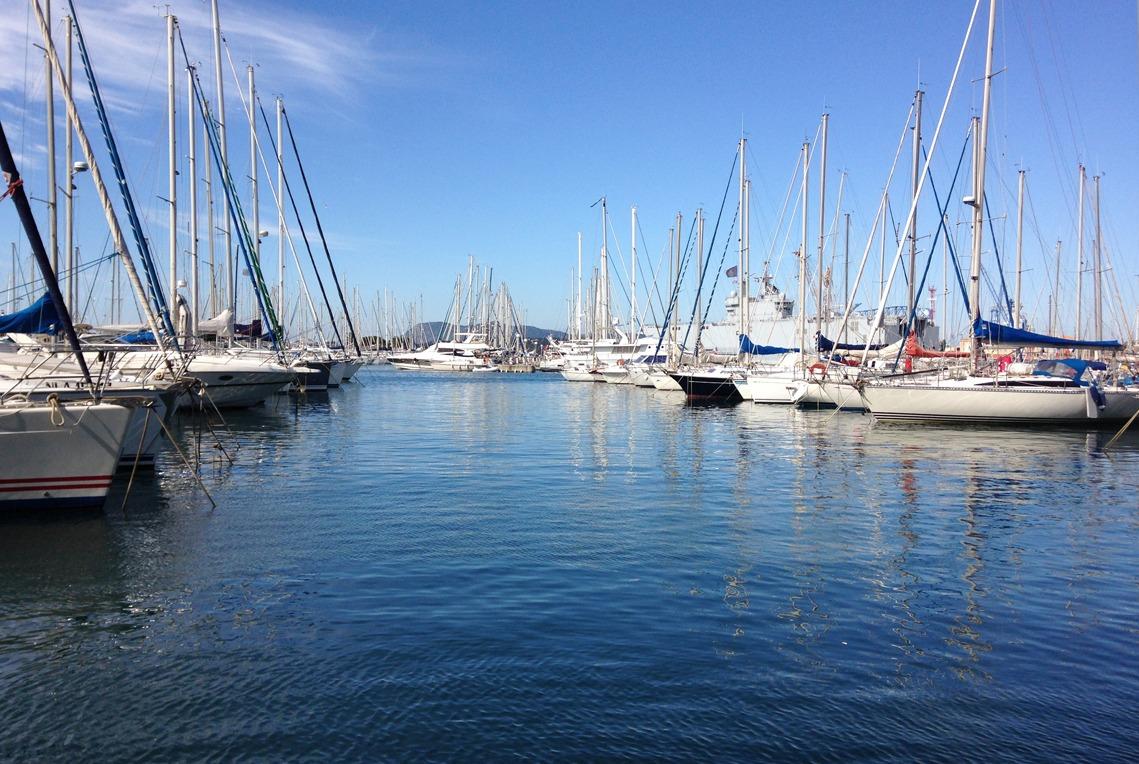 maintenance-a-flot-large-set-sail