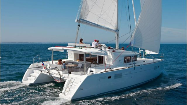 Magnifique Catamaran a louer avec skipper 4 cabines + 2 cabines equipage